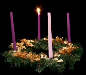 Advent-wreath-11-10-1-candle-lit